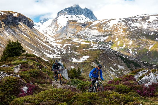 Bild von «Keep on Riding»: Die aufregendsten Mountainbike-Trails der Schweiz